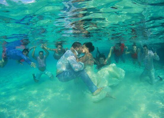 צילום חתונה בבריכה