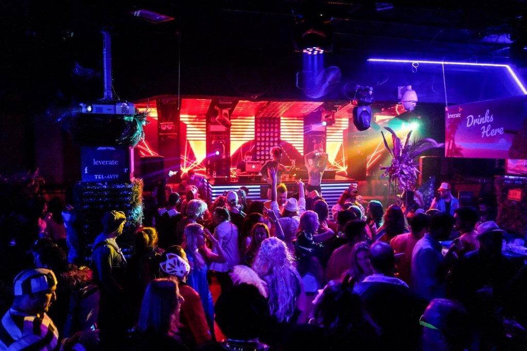 ריקודים ואנרגיות מעולות במועדון באירוע פורים